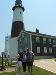 family-at-lighthouse
